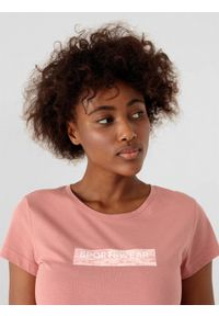 4f - T-shirt basic regular z nadrukiem damski. Materiał: dzianina, bawełna. Wzór: nadruk