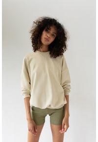 Marsala - Bluza damska o kroju regular fit w kolorze CANNOLI CREAM - BASKET BY MARSALA. Materiał: dresówka, jeans, dzianina, elastan. Sezon: zima, wiosna, lato, jesień. Styl: klasyczny