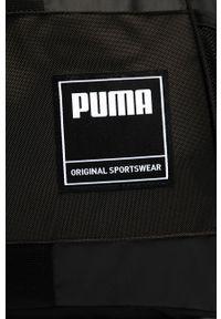 Czarna torba podróżna Puma z aplikacjami