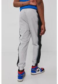 Nike Sportswear - Spodnie. Kolor: szary. Materiał: tkanina