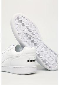 Białe sneakersy Diadora z cholewką, z okrągłym noskiem, na sznurówki
