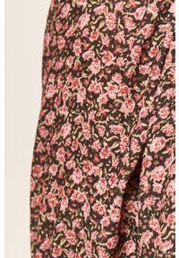 Różowa sukienka ANSWEAR mini, z krótkim rękawem, z dekoltem karo