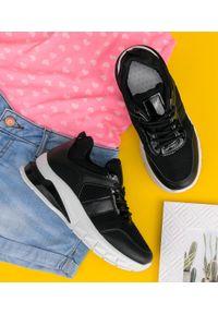 Czarne buty sportowe N/M w ażurowe wzory, trekkingowe