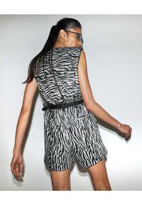 SELF PORTRAIT - Cekinowe szorty w zebrę. Okazja: na co dzień. Stan: podwyższony. Kolor: czarny. Wzór: motyw zwierzęcy. Styl: wizytowy, elegancki, casual