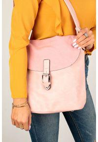 Casu - Różowa torebka listonoszka casu k-60. Kolor: różowy