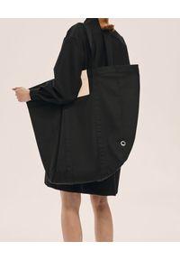 ANIA KUCZYŃSKA - Bawełniana torba Shanghai z beżową skórą juchtową. Kolor: czarny. Materiał: skórzane
