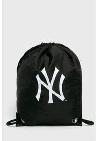 Czarny plecak New Era z nadrukiem