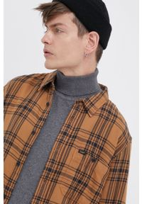 Lee - Koszula bawełniana. Typ kołnierza: kołnierzyk klasyczny. Kolor: brązowy. Materiał: bawełna. Długość rękawa: długi rękaw. Długość: długie. Styl: klasyczny