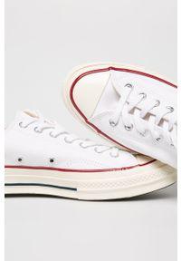 Białe niskie trampki Converse z okrągłym noskiem, z cholewką, na sznurówki