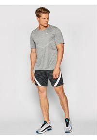 Nike Koszulka techniczna Dri-Fit Rise CZ9184 Szary Standard Fit. Kolor: szary. Technologia: Dri-Fit (Nike)