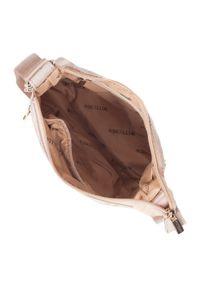 Wittchen - Damska listonoszka z tkaniny w logo z suwakiem. Kolor: beżowy. Materiał: skórzane. Styl: elegancki, sportowy, casual