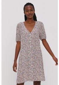 Jacqueline de Yong - Sukienka. Kolor: beżowy. Materiał: tkanina, wiskoza, materiał. Typ sukienki: rozkloszowane