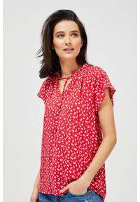 MOODO - Bluzka koszulowa z wiązaniem. Typ kołnierza: bez kołnierzyka, kołnierzyk stójkowy. Materiał: wiskoza. Długość rękawa: krótki rękaw. Długość: krótkie