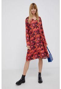 Frieda & Freddies - Sukienka. Okazja: na co dzień. Kolor: czerwony. Materiał: tkanina. Długość rękawa: długi rękaw. Typ sukienki: proste. Styl: casual