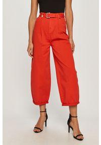 Czerwone jeansy Armani Exchange z podwyższonym stanem