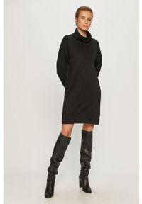 Czarna sukienka Vero Moda mini, prosta, na co dzień, casualowa