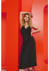 Czarna sukienka Answear Lab wakacyjna, na ramiączkach, prosta