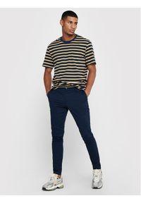 Only & Sons - ONLY & SONS Spodnie materiałowe Cam 22016775 Granatowy Regular Fit. Kolor: niebieski. Materiał: materiał