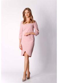 Różowa sukienka wizytowa Nommo prosta, klasyczna, z asymetrycznym kołnierzem