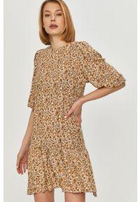 Beżowa sukienka Answear Lab prosta, mini, na co dzień
