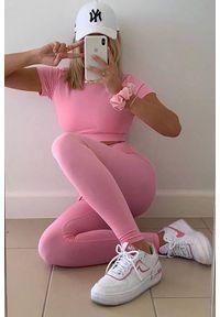 Różowy komplet sportowy IVET