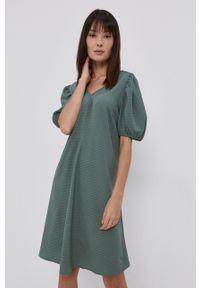 Pieces - Sukienka. Kolor: zielony. Materiał: tkanina. Wzór: gładki. Typ sukienki: rozkloszowane #4