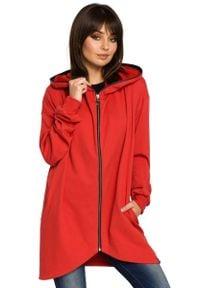 MOE - Czerwona Bluza Asymetryczna z Kapturem. Typ kołnierza: kaptur. Kolor: czerwony. Materiał: wiskoza, poliester, bawełna