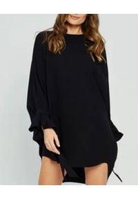 MARLU - Czarna sukienka oversize Merlo. Okazja: na randkę. Kolor: czarny. Materiał: jedwab, satyna. Długość rękawa: długi rękaw. Typ sukienki: oversize. Styl: wizytowy. Długość: mini