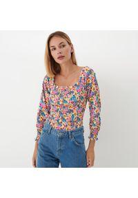 Mohito - Bluzka w kolorowe kwiaty - Wielobarwny. Wzór: kolorowy, kwiaty
