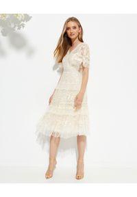 NEEDLE & THREAD - Sukienka midi Francine. Kolor: beżowy. Materiał: tiul. Wzór: haft, aplikacja. Typ sukienki: rozkloszowane. Długość: midi
