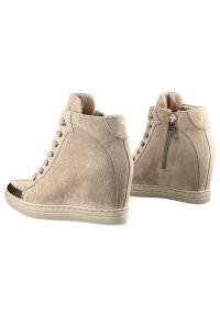 Carinii - Sneakersy CARINII B7083_-O17-000-000-B88 Beż. Kolor: beżowy