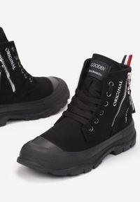 Born2be - Czarne Trampki Tara. Nosek buta: okrągły. Zapięcie: zamek. Kolor: czarny. Materiał: guma. Szerokość cholewki: normalna. Wzór: aplikacja, kolorowy. Styl: klasyczny #2