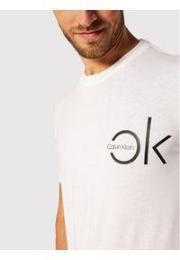 Biały t-shirt Calvin Klein z nadrukiem
