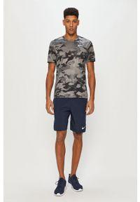 Szary t-shirt Nike na co dzień, casualowy