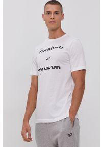 Reebok - T-shirt. Okazja: na co dzień. Kolor: biały. Materiał: włókno, materiał. Wzór: nadruk. Styl: casual
