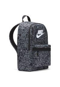 Plecak sportowy Nike Heritage AOP2 DC5096. Materiał: poliester. Wzór: nadruk, paski. Styl: sportowy