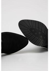 Czarne botki Wojas na zamek, z cholewką