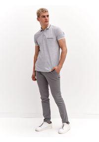 TOP SECRET - Spodnie z tkaniny strukturalnej. Okazja: do pracy, na co dzień. Kolor: szary. Materiał: tkanina. Długość: długie. Sezon: lato. Styl: casual