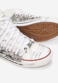 Renee - Biało-Srebrne Trampki Briwadec. Nosek buta: okrągły. Kolor: srebrny. Materiał: materiał, guma. Szerokość cholewki: normalna. Wzór: jednolity, nadruk. Styl: klasyczny