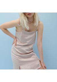 Reserved - Sukienka na ramiączkach - Beżowy. Kolor: beżowy. Długość rękawa: na ramiączkach