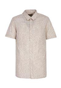 TOP SECRET - Koszula męska z krótkim rękawem w roślinny wzór. Kolor: beżowy. Materiał: bawełna, tkanina. Długość rękawa: krótki rękaw. Długość: krótkie. Sezon: lato. Styl: wakacyjny