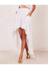 LOVE SHACK FANCY - Asymetryczna spódnica Halsey. Okazja: na wesele, na ślub cywilny. Kolor: biały. Materiał: jedwab, koronka. Długość: długie. Wzór: haft, koronka, aplikacja
