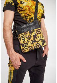 Versace Jeans Couture - REPORTERKA VERSACE JEANS COUTURE. Wzór: nadruk, aplikacja