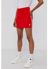 adidas Originals - Spódnica. Okazja: na co dzień. Kolor: czerwony. Materiał: bawełna, materiał. Styl: casual