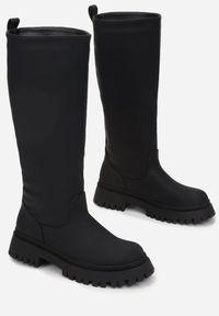 Renee - Czarne Kozaki Peisilaira. Nosek buta: okrągły. Zapięcie: bez zapięcia. Kolor: czarny. Wzór: gładki. Styl: rockowy