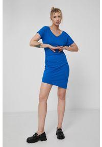 medicine - Medicine - Sukienka Essential. Kolor: niebieski. Materiał: materiał. Długość rękawa: krótki rękaw. Typ sukienki: dopasowane