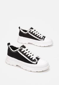 Born2be - Czarne Trampki Aethelia. Okazja: na co dzień. Nosek buta: okrągły. Zapięcie: sznurówki. Kolor: czarny. Materiał: jeans, materiał, guma. Szerokość cholewki: normalna. Wzór: aplikacja. Styl: casual