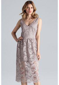 Beżowa sukienka koktajlowa Figl midi, w koronkowe wzory, na ślub cywilny