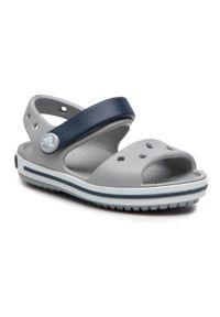 Szare sandały Crocs na lato