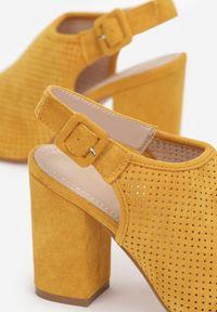 Born2be - Żółte Sandały Theisessei. Nosek buta: okrągły. Zapięcie: klamry. Kolor: żółty. Materiał: bawełna, skóra ekologiczna. Wzór: ażurowy, geometria, aplikacja. Obcas: na słupku. Styl: elegancki